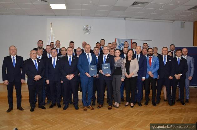 Po podpisaniu porozumienia. Fot. sw.gov.pl