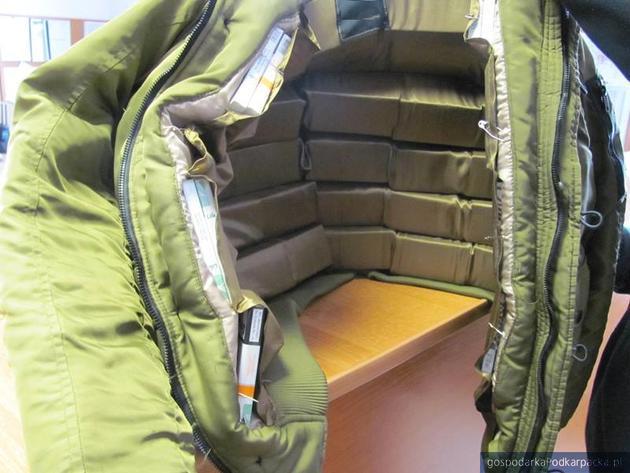 Gdzie by tu schować lewe papierosy? A czemu nie w kurtce?