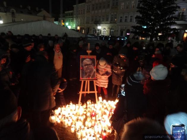 """""""Światełko dla Pawła Adamowicza"""" w Rzeszowie"""