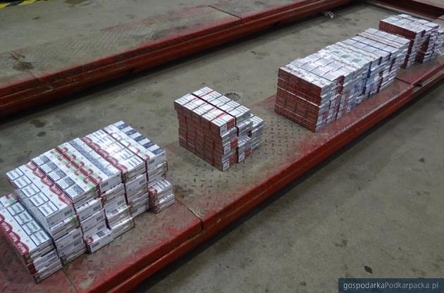 Niemiec chciał przemycić ponad 1,1 tys. paczek papierosów