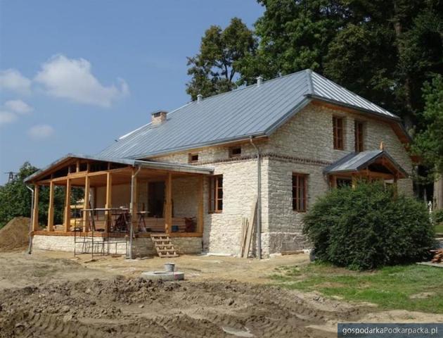 """Budynek dawnej """"Proświty"""" w Radrużu odnowiony"""