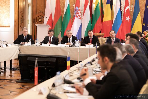 """Deklaracja """"Łańcut III"""". Państwa Europy Środkowej chcą włączenia drogi Via Carpatia do TEN-T"""