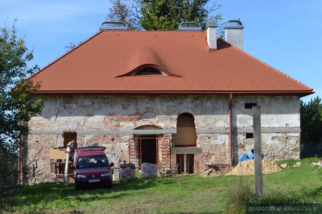 Dwóch chętnych na dalszą renowację XVI-wiecznego spichlerza w Zgłobniu