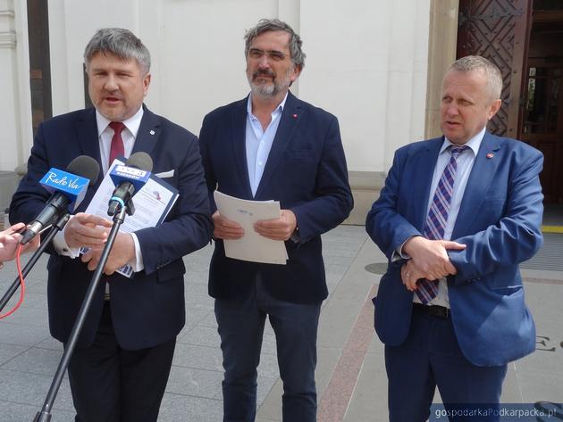 Od lewej Bogdan Rzońca, Ryszard Skotniczny i Mieczysław Ryba
