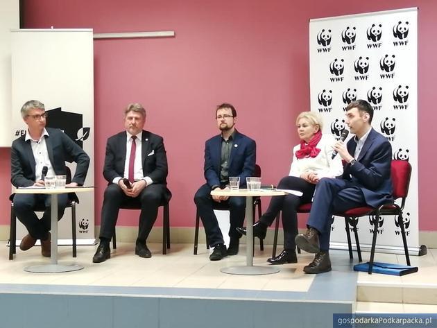 Od lewej prowadzący debatę Roman Adamski, Bogdan Rzońca, Krystyna Skowrońska, Maciej Józefowicz, Marcin Jurzysta