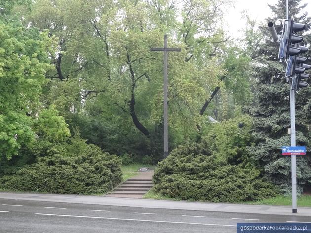 Krzyż z placu Śreniawitów w Rzeszowie do remontu
