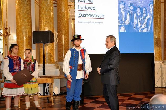 Członkowie kapeli z wicepremierem Piotrem Glińskim. Fot. fb Kapela Zastawnych