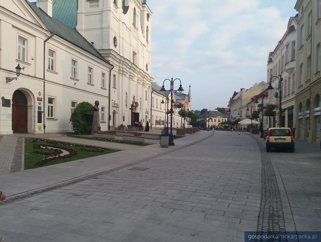 Ulica 3 Maja w Rzeszowie tuż po kolejnej naprawie gwarancyjnej, 18 czerwca 2019. Fot. Adam Cyło