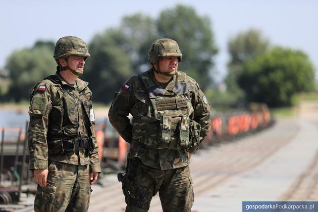 Pułkownik Dariusz Lewandowski na poligonie podczas ćwiczeń Dragon19. Fot. 21 BSP