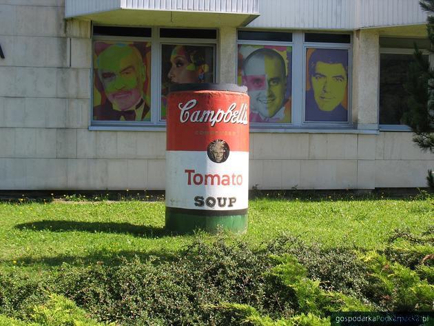 W Medzilaborcach atrakcją jest Muzeum Andy Warhola (stamtąd wywodzi się rodzina twórcy pop-artu). W zbiorach są oryginalne dzieła artysty oraz pamiątki związane z jego życiem. Fot. Adam Cyło