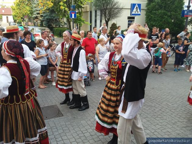 Korowód zespołów polonijnych 2019 w Rzeszowie. Zobacz zdjęcia