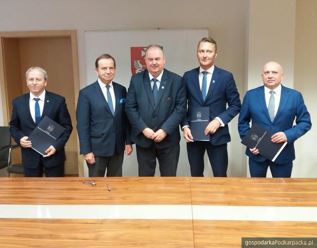 Od lewej Bolesław Bujak, Władysław Ortyl, Piotr Pilch, Jacek Wiśniewski i Andrzej Rytel. Fot. Adam Cyło