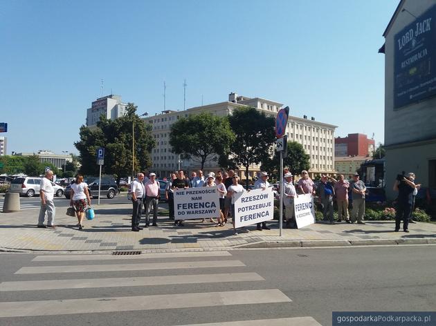 """""""Nie przenoście na Ferenca do Rzeszowa"""" - manifestacja pod biurem Platformy Obywatelskiej"""