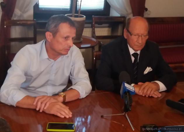 Od lewej poseł Zdzisław Gawlik i prezydent Tadeusz Ferenc po spotkaniu w ratuszu. Fot. Adam Cyło