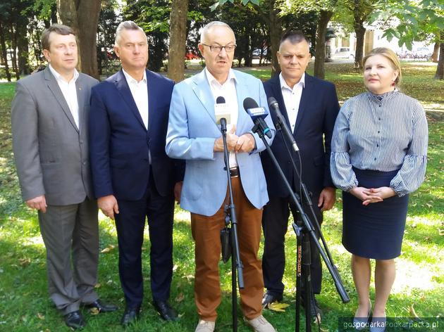 Od lewej Zbigniew Micał, Jan Tarapta, Mieczysław Kasprzak, Wiesław Lada i Małgorzata Dachnowicz. Fot. Adam Cyło