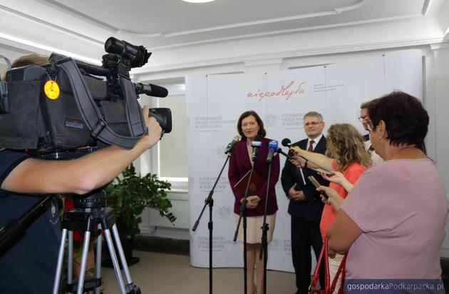 Wojewoda Ewa Leniart i dyrektor NFZ Robert Bugaj