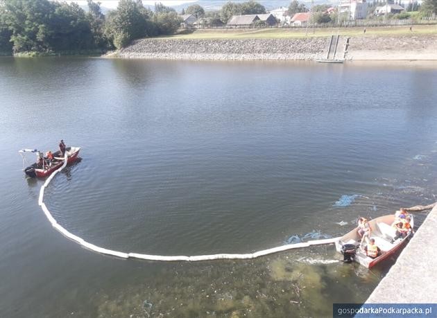 Zbiornik Besko w Sieniawie zanieczyszczony