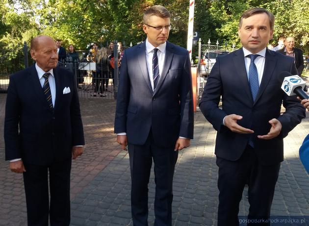 Od lewej prezydent Tadeusz Ferenc, wiceminister Marcin Warchoł i minister Zbigniew Ziobro. Fot. Adam Cyło