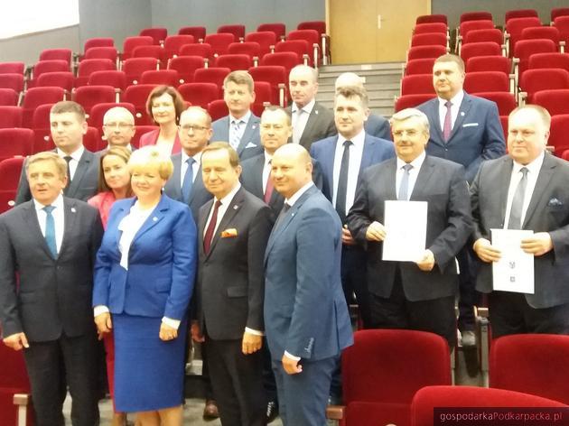 Podmiejska Kolei Aglomeracyjna na Podkarpaciu - umowy podpisane