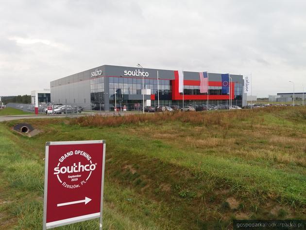 Widok na fabrykę w dniu uroczystego otwarcia