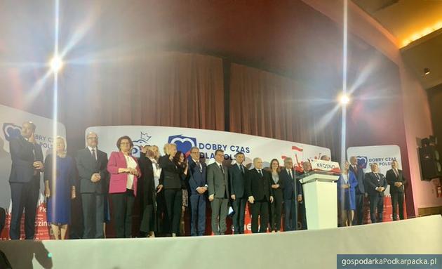 Kandydaci PiS na konwencji w Krośnie. Fot. Twitter/@pisorgpl
