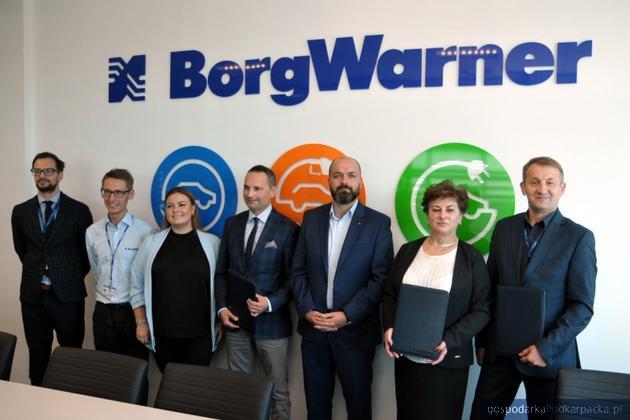 Przedstawiciele BorgWarner i przedstawiciele rzeszowskich uczelni