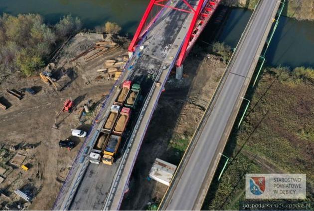 Most w Straszęcinie już po próbach obciążeniowych