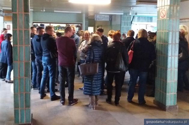 Szpital wojewózki nr 2 w Rzeszowie, 8 listopada piątek, przed gabinetem dyrektora