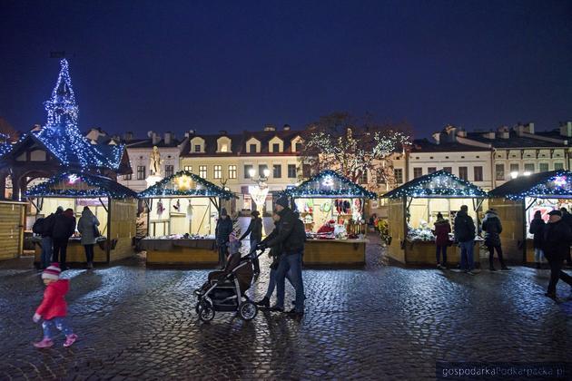 Jarmark bożonarodzeniowy na rzeszowskim Rynku