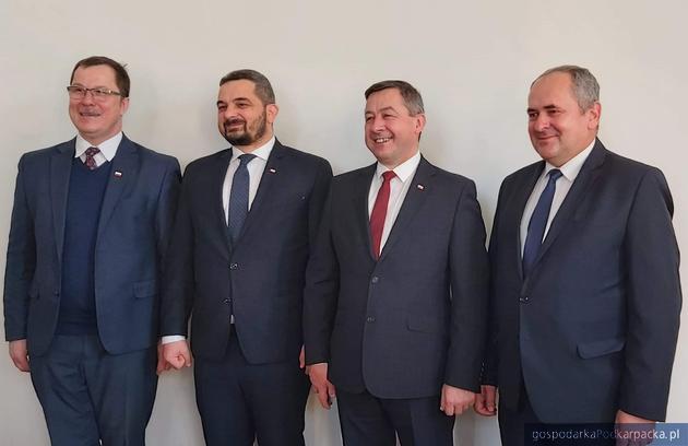 Od lewej Robert Godek, Krzysztof Sobolewski, Zbigniew Korab (wójt Niebylca) i Zdisław Pupa