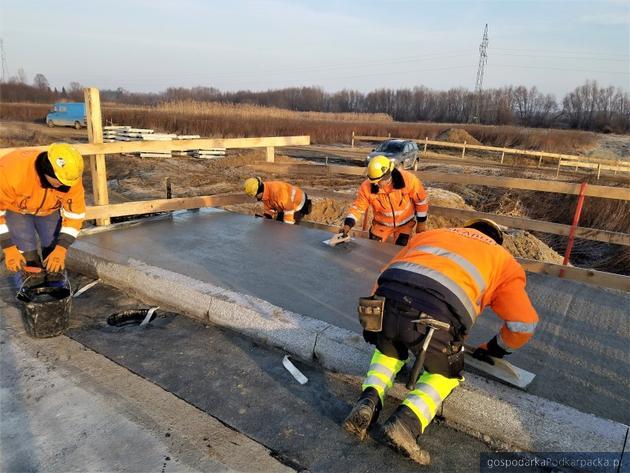 Budowa obwodnicy Stalowej Woli i Niska trwa mimo zimy