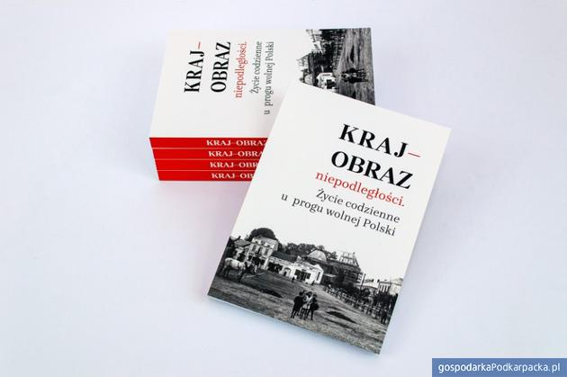 """""""Kraj-obraz niepodległości"""". Nowa publikacja kolbuszowskiego muzeum"""