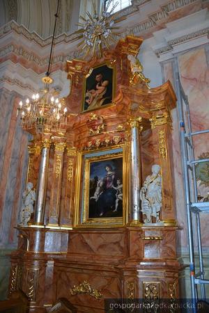 Odnawianie barokowych ołtarzy kościoła w Krasiczynie