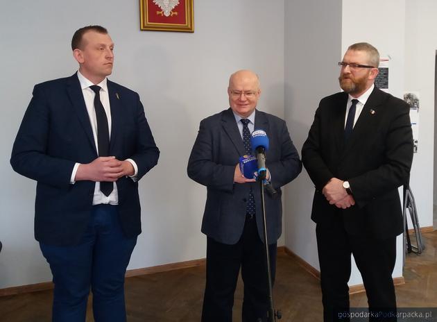 Od lewej Tomasz Buczek, Andrzej Szlęzak i Grzegorz Braun. Fot. Adam Cyło