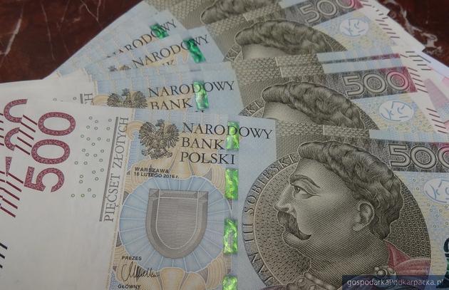 Oszczędzający stracą, kredytobiorcy zyskają