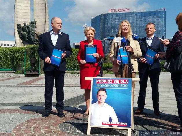 Koalicja Obywatelska zbiera podpisy dla Rafała Trzaskowskiego