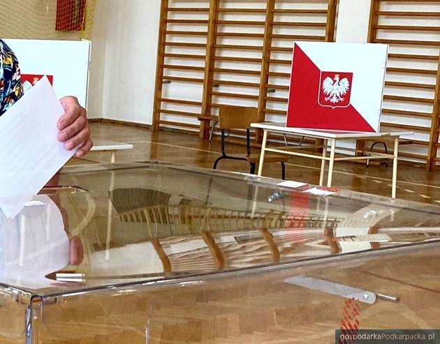 Wybory prezydenckie 2020 – wysoka frekwencja w Polsce i na Podkarpaciu. Godz. 17.00