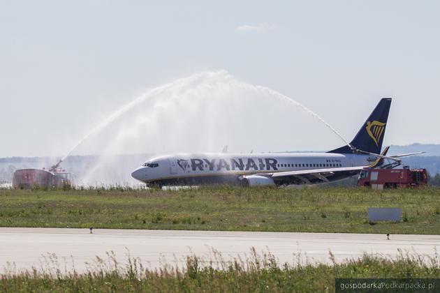 Powitanie samolotu linii Ryanair po kilkumiesięcznej przerwie. Fot.D. Lasociński