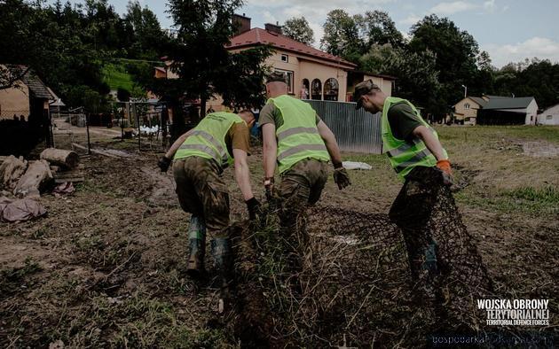 Podkarpaccy żołnierze WOT cały czas na zalanych terenach