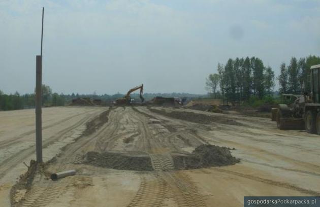 Prace na odcinku S19 na kilka dni przed zerwaniem umowy w maju 2012 roku. Fot. a4-s19rzeszow-zachod-swilcza.pl