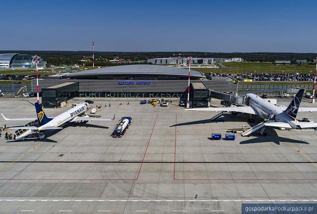 Lipiec 2020 na lotnisku w Jasionce. Pasażerowie powoli wracają