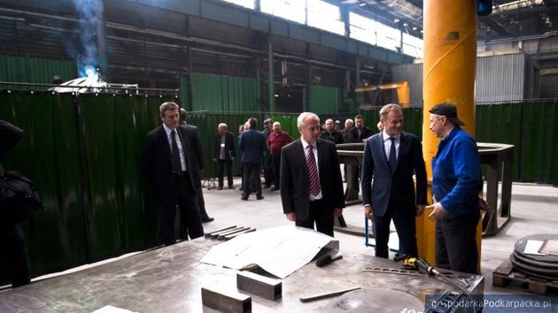 Donald Tusk i prezes HSW Krzysztof Trofimiak, Fot. KPRM