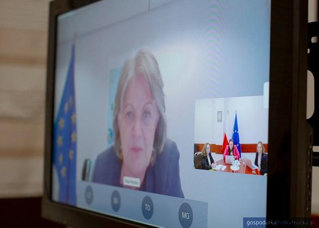 Łączenie odbyło się po zakończeniu spotkania ministrów odpowiedzialnych za spójność zorganizowanego w ramach niemieckiej prezydencji w Radzie Unii Europejskiej.