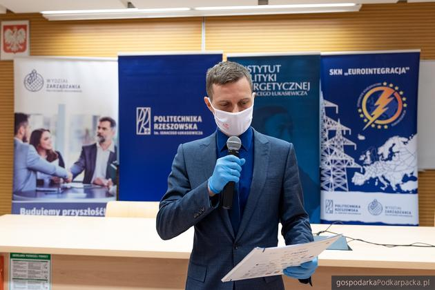 Dr hab. Mariusz Ruszel, pomysłodawca i organizator konferencji informuje o zabezpieczeniach dla uczestników