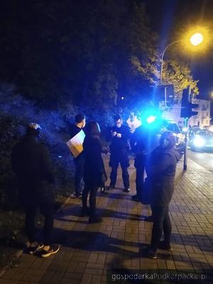 Policjanci spisywali niektórych uczestników. Fot. The Blogger Polska