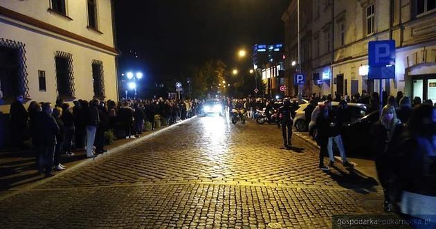 Końcówka protestu, ulica Słowackiego, z lewej strony rzeszowski ratusz. Fot. The Blogger Polska