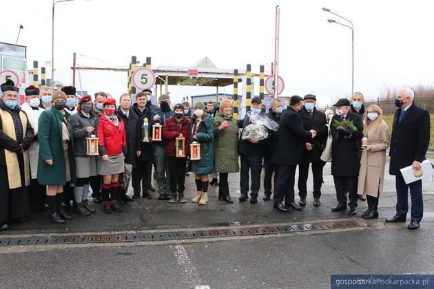 Betlejemskie Światło Pokoju przez Korczową trafiło na Ukrainę