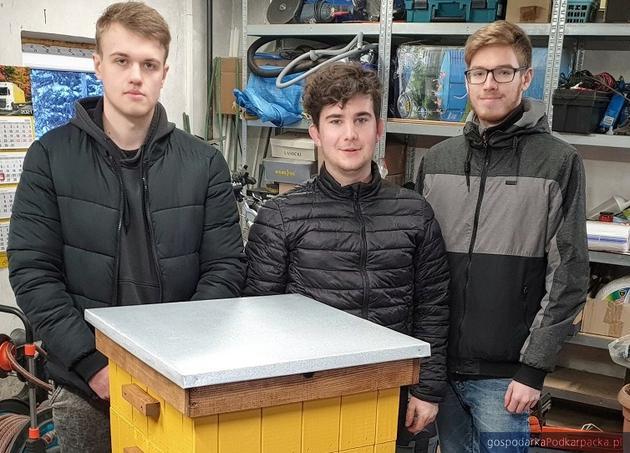 Aplikacja BeeApp dla pszczelarzy - projekt uczniów z Jarosławia