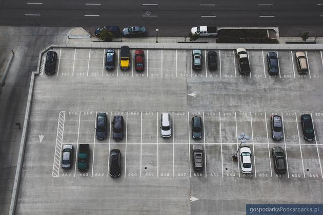 Szkoda parkingowa – co warto o niej wiedzieć?