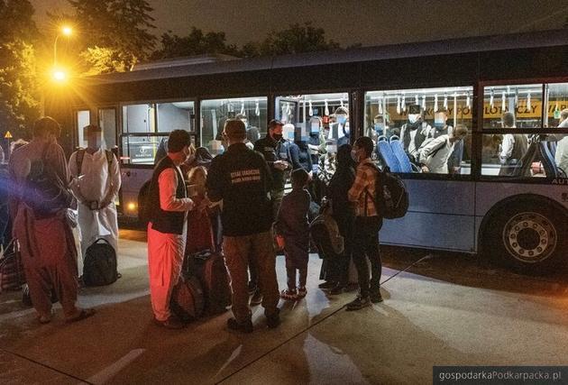 Uchodźcy ewakuowani z Afganistanu. Fot. Twitter Mariusz Błaszczak